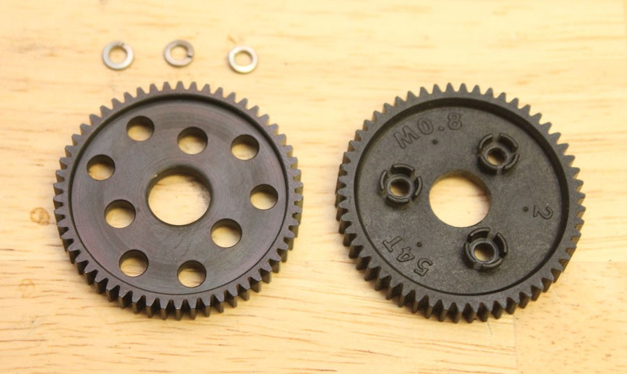 The new RRP steel gear is on the left and the stock gear on the right. The RRP gears are available in various sizes. The new steel RRP gear is placed on the slipper unit and secured with the stock screws.