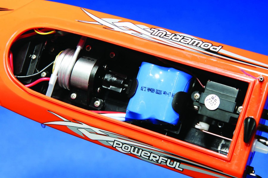 Inside the hull is tight but the battery is easily removed yet securely placed. The motor is kept cool with an alu- minum coil that surrounds the unit with water that is constantly flowing through it.