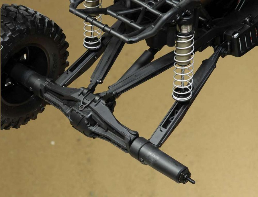 Huge trailing links meet up with the solid axle rear end. Wherever you look, there is lots of bracing on the components for less chance of failure. Axial went overboard on the design and we like it!