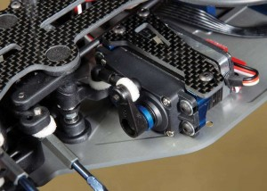 A dual bellcrank steering system effortlessly swings the front tires around, however the trick feature is the floating servo mounting system.