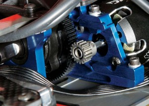 The center, fluid-filled gear diff rolls in a pair of bearing-equipped aluminum center bulkheads. The motor attaches to a second mount that slides in and out to adjust the gear mesh.