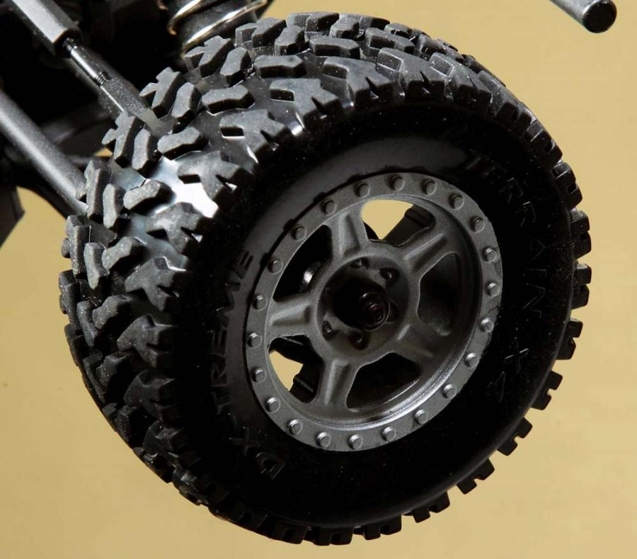 The 5-spoked wheels and aggressive tread tires on the DT4.18 not only give it an authentic desert truck appearance, they work well on a multitude of surfaces.