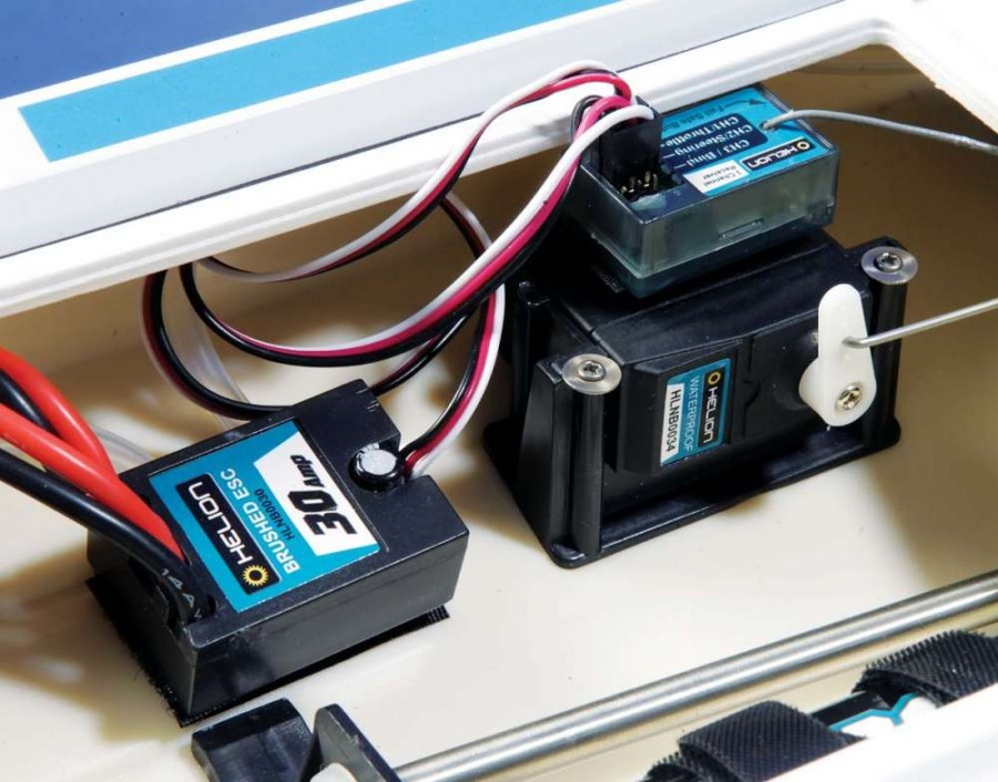 The 30A ESC is water-cooled as well and the powerful standard- size servo accurately controls the rudder.