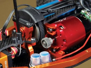 The vertically mounted motor provides awesome balance when placed opposite from the shorty pack LiPo. To remove the motor insert or change pinions, a ball driver or L-wrench is needed to get to the motor mounting bolts.