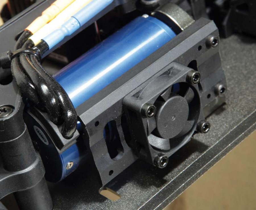 The 1845Kv brushless motor produces tons of torque, making the SaberTooth feel more like it's a sensored system. The pre- installed cooling fan keeps the temps down when the throttle is used aggressively.