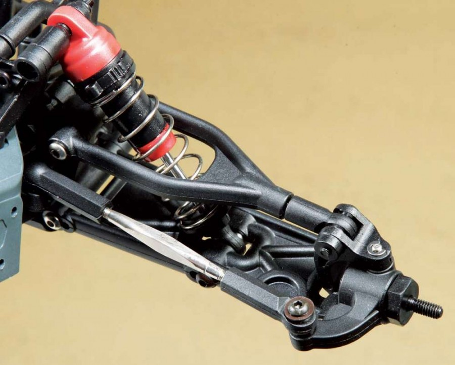 Toe adjustments are possible thanks to aluminum turnbuckles.