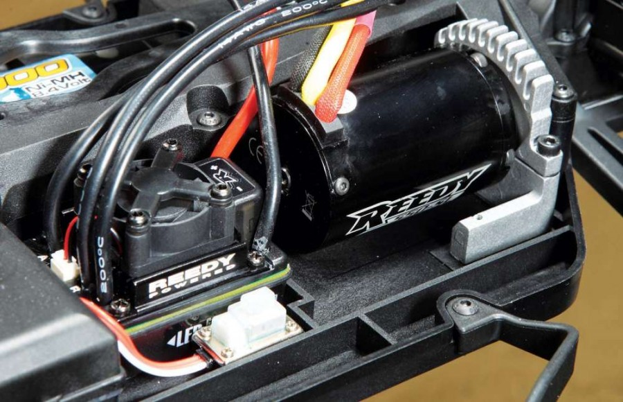 Pulling the power from the battery is Reedy's new SC800-BL ESC. This little gem has a really nice feel to it and can handle either a 2S or 3S LiPo for those of you that want to quench your thirst for additional power.