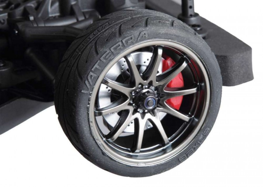 Unlike Vaterra's C7 Corvette, which has licensed GM wheels, the 2015 Mustang uses the same Volk Racing 10-spokes as its '67 Mustang model. We're fine with that, as we know real Mustang owners ditch their stock hoops within the first car payment!