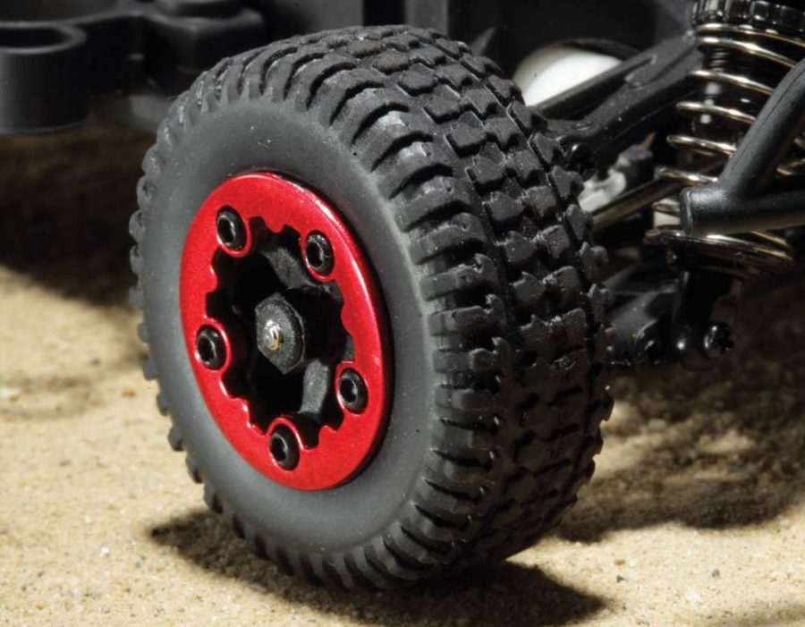 With both vehicles utilize the same tires, the wheels on the Micro SCT feature faux beadlock rings that add a nice touch of contrast.