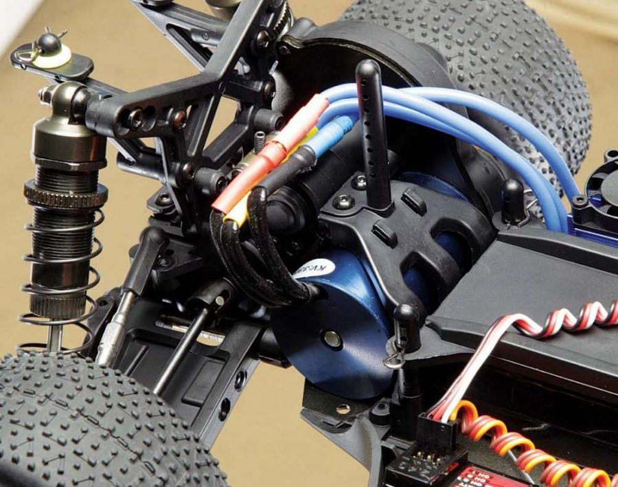 """Setup in mid-motor configuration, the BZ-222 is poised to challenge the """"big boys"""" on the newer, high-bite tracks. Swapping between mid or rear setups is quick and easy."""