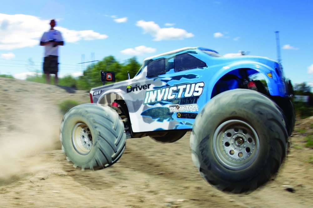 Helion Invictus 10MT RC Monster Truck Review-20