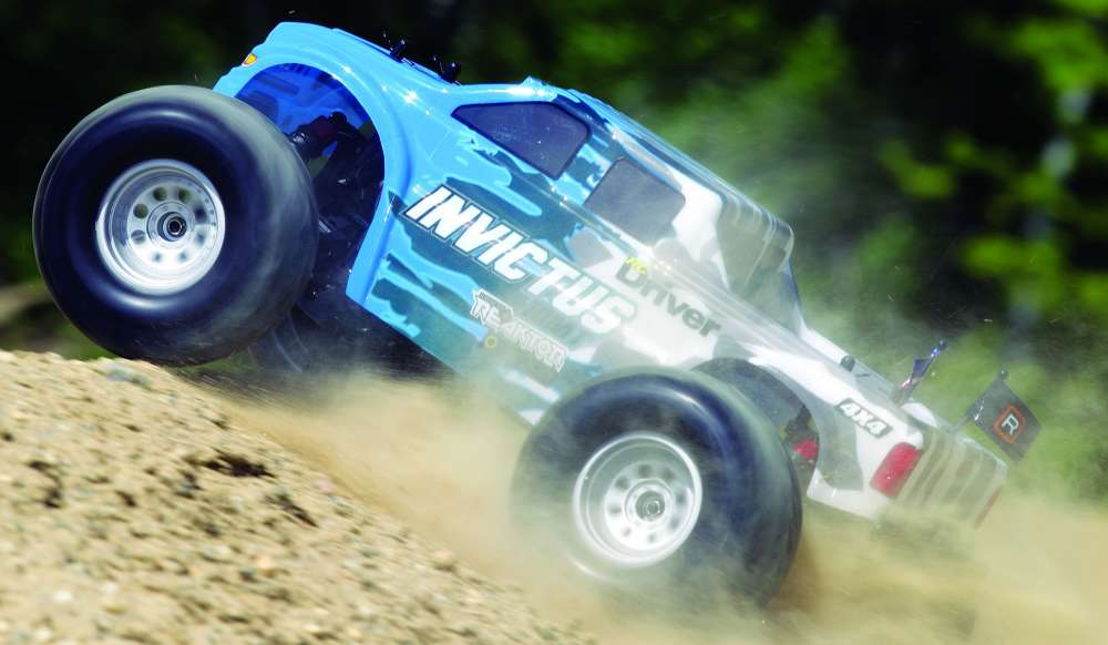 Helion Invictus 10MT RC Monster Truck Review-30