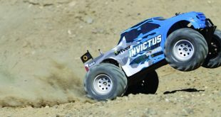Helion Invictus 10MT RC Monster Truck Review-42