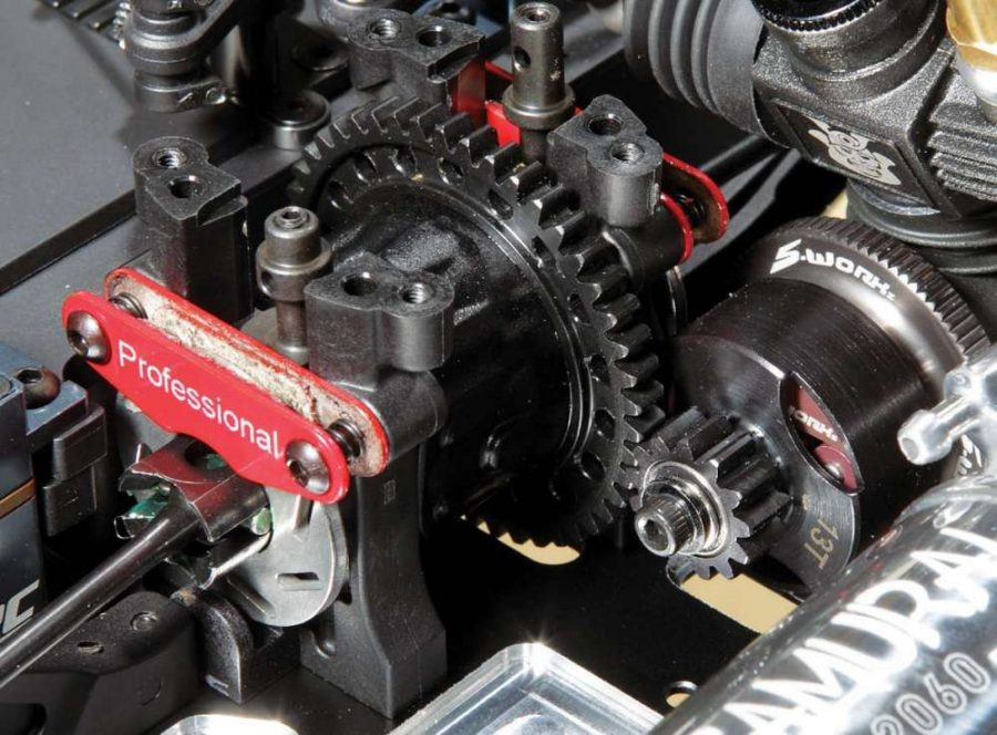 The brake system and light- weight spur gear, plus the lightweight clutchbell shows off that this drivetrain is ready to lay down the power and slow it down.