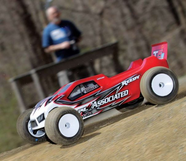 RC-Stadium-Truck-Review--The-Team-Associated-T5M-6