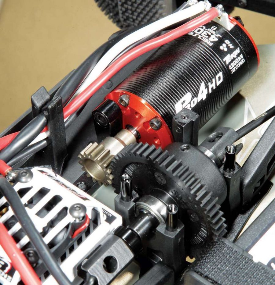 Want easy access to the center diff? You got it! Just remove four screws from the center diff cap and slide it off to access the center diff.