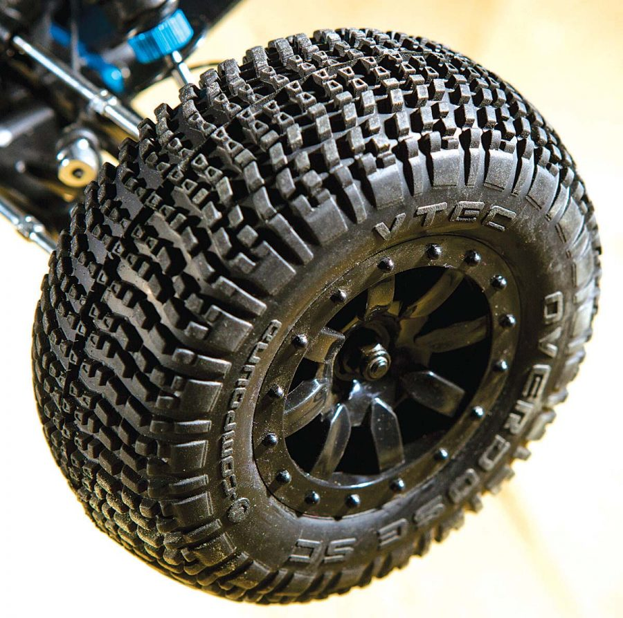 The V-Tec short course tires have a closely packed lug for long wear while providing great traction on a variety of bashing surfaces.