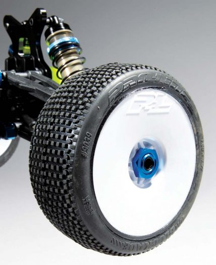 Since the kit does not come with wheels and tires, we outfitted our test buggy with Pro-Line Blockades on Pro- Line rims.