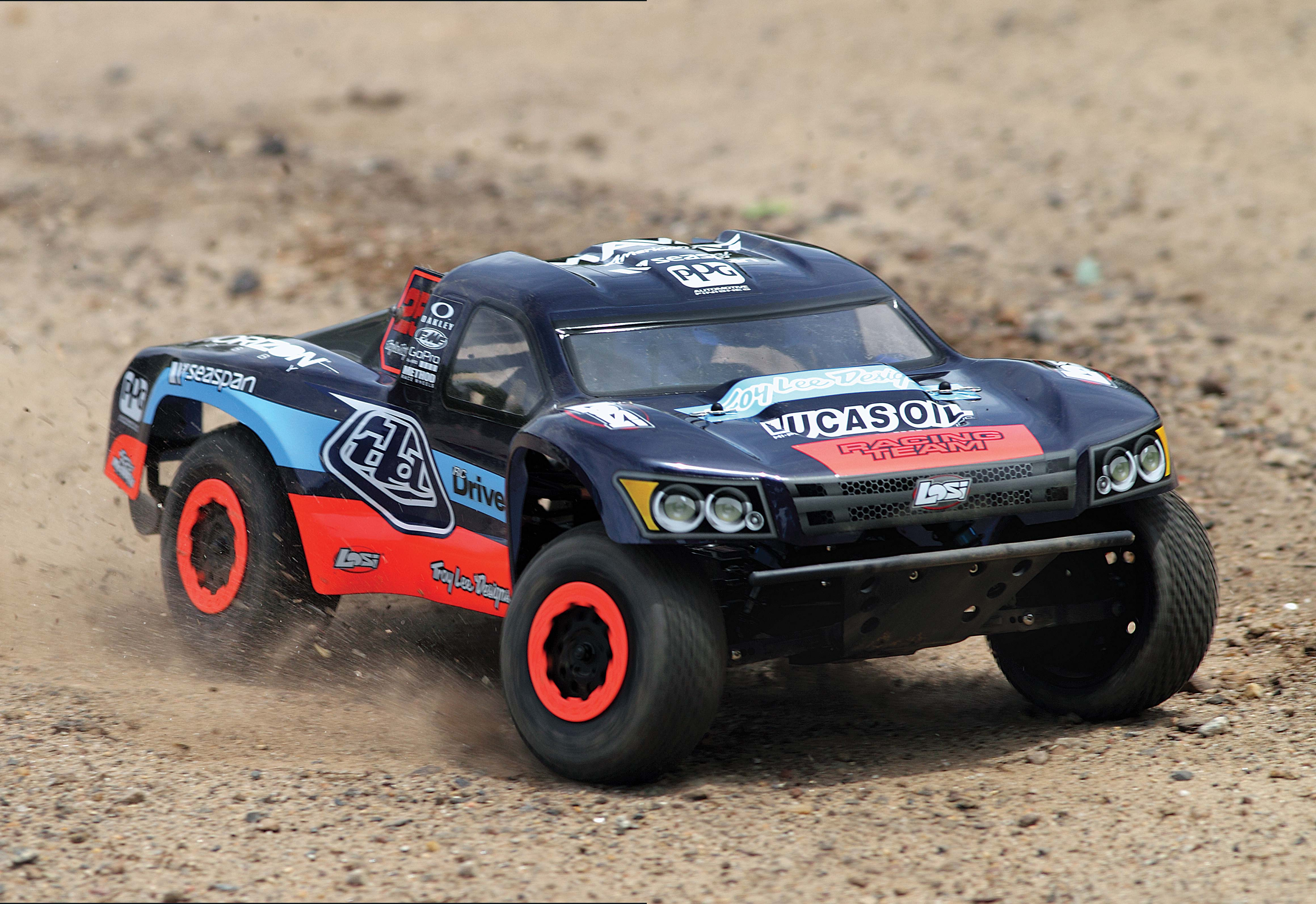 Reviewing-Losi's-TEN-SCTE-RTR-Short-Course-Truck-Designed-by-Troy-Lee-5