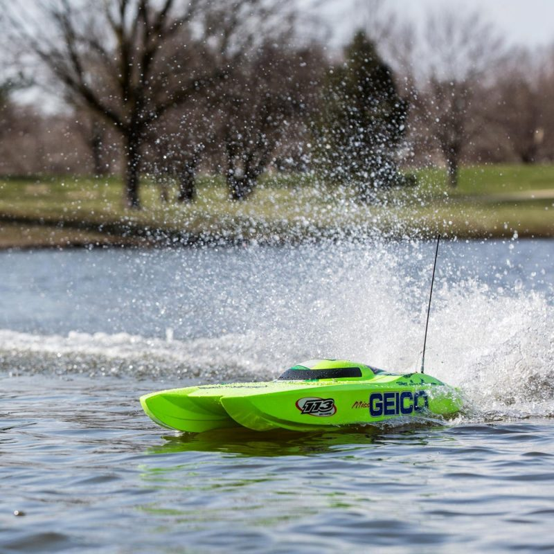 Fast On The Water! Miss GEICO Zelos 36 Twin Brushless Catamaran by Pro Boat