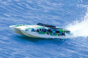 Traxxas DCB M41 catamaran