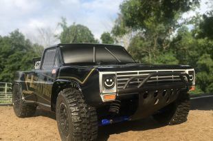 Pro-Line Heatwave Ford F-100 Equipped Traxxas Slash 4x4